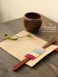 이웃님들 안녕하세요!^^ 너무너무 추운 겨울이죠?아직 12월인데 눈은 어쩜이리 많이오는지요..정말이지 빙... Sewing Art, Sewing Crafts, Sewing Projects, Patchwork Patterns, Sewing Patterns, Fabric Art, Fabric Design, Diy And Crafts, Arts And Crafts