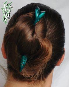 ***Mermaids*** Ein außergewöhnlich leichter Wacholderholz- HaarStab hand bemalt…