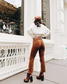 winter outfits london Tan boots / knitted sweater / woven sweater / high waist pants / New York ootd Fall Winter Outfits, Autumn Winter Fashion, Bohemian Fall Outfits, New York Winter Fashion, Winter Ootd, Winter Fashion Boots, Winter Clothes, Looks Style, My Style