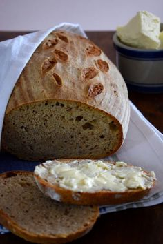 Podmáslový chléb s domácím máslem - My site Slovak Recipes, Czech Recipes, Bread Recipes, Bread And Pastries, Pavlova, Food And Drink, Baking, Cake, Breads