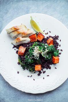 Sałatka z czarnym ryżem, jarmużem i batatami