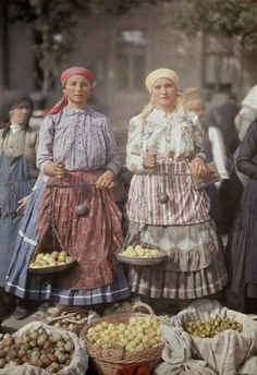 Beautiful Color Photos Capture Daily Life in Hungary in the Early Hungarian Embroidery, Learn Embroidery, Embroidery Patterns, Embroidery Stitches, Folklore, Subtractive Color, Hungarian Recipes, Hungarian Food, My Heritage