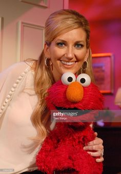 lee-ann-womack-with-elmo-lee-ann-womack-visited-the-set-of-sesame-to-picture-id109640927 (709×1024) Country Music Singers, Country Artists, Lee Ann Womack, Elmo, Role Models, Picture Video, Style Icons, Legends, Fan