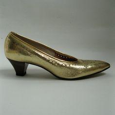 Vintage 1960s Shoes #vintage #gold #kittenheel #shoes #wedding #1960s #madmen @Etsy