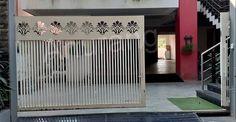 Grill Gate Design, House Main Gates Design, Balcony Grill Design, Front Gate Design, Door Gate Design, Window Design, Front Gates, Entrance Gates, Gate Designs Modern