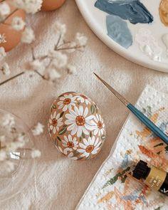"""Joannie Houle on Instagram: """"🌼🥚🖌️🎨 . . . . . #happyeaster #easter #eastereggs #eggs #flowers #gouache #gouachepainting #watercolor #springtime #florals #botany…"""""""