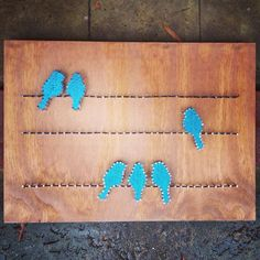 Custom String Art - birds on a wire (blue) could be cute in the kids bathroom Crafts To Do, Arts And Crafts, Diy Crafts, Arte Linear, Pot A Crayon, Nail String Art, String Art Patterns, Thread Art, Craft Night