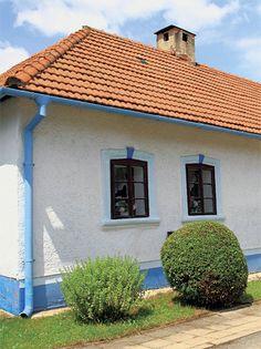 Vintage Homes, November 2019, Architecture Design, Garage Doors, Cottage, Outdoor Decor, House, Inspiration, Home Decor