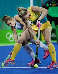 Stick work: Australia's Kirstin Dwyer, right, fight for the ball against Argentina's Martina Cavallero, left, during a women's field hockey match Aug. Basketball Quotes, Basketball Drills, Hockey Quotes, Field Hockey Girls, Game Day Quotes, Sports Women, Female Sports, Summer Olympics, Hockey Players
