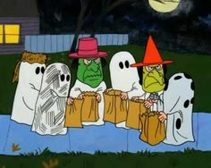 """Charlie Brown"" - The best classic ever!😀🎃 ""I got five pieces of candy"" ""I got a chocolate bar"" Charlie Brown: ""I got a rock. Snoopy Halloween, Charlie Brown Halloween, Retro Halloween, Charlie Brown Et Snoopy, Great Pumpkin Charlie Brown, It's The Great Pumpkin, Halloween Quotes, Halloween Images, Holidays Halloween"
