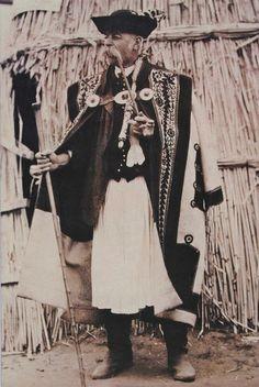 A Kevi Juhászfesztivál (Magyar Kincsek programajánló) - MagyarKincsek. Vintage Pictures, Old Pictures, Dance Wallpaper, European Costumes, Adele, Hungarian Embroidery, Epic Photos, World Photography, Folk Costume