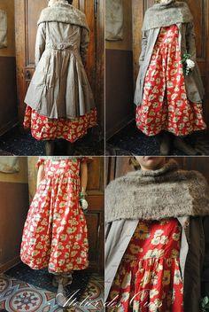 MLLE CAPUCINE : Une redingote pour trois robes EWA IWALLA, chaussures TRIPPEN