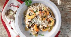 Shrimp and eggplant risotto by Greek chef Akis Petretzikis. A rich-tasting light dish that is very presentable to serve at a dinner party! Orzo Recipes, Fish Recipes, Eggplant, Pasta Salad, Shrimp, Oatmeal, Rice, Breakfast, Ethnic Recipes