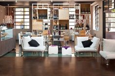 Il Pavimento #Acidificato per questa #enoteca dalle stile eclettico. Uno spazio dedicato al #vino in cui si fondono calore e comfort! #design #pavimento