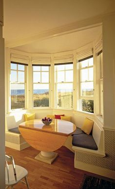 A home may not always be complete without a bay window seat. Whether it is a house or an apartment, you can have at least one. Make sure that these bay window seats are suitable for the whole conce… Bay Window Bedroom, Bedroom Windows, Bedroom Nook, Window Curtains, Kitchen Booths, Sweet Home, Banquette Seating, Kitchen Seating, Kitchen Nook Bench