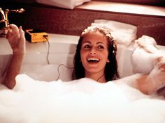 Julia Roberts classic in bathtub lying back in bubbles Pretty Woman Movie Poster Richard Gere, Julia Roberts, Iconic Movies, Good Movies, Selena Gomez Do It, Pretty Woman Film, Pretty Woman Quotes, Hollywood, Bath Pictures