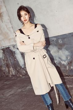 Suzy shows a variety of of styling by matching the hottest items with jeans…a long trench coat, a demin jacket and an off-the-shoulder blouse. Bae Suzy, Korean Girl, Asian Girl, Miss A Suzy, Idole, Vogue, Korean Celebrities, High End Fashion, Korean Model