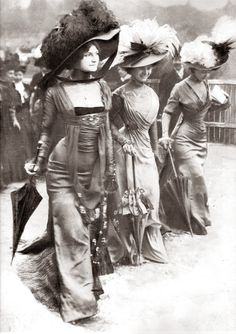 "These fashionable ladies stepping out at Longchamp at the turn of the last century were described as the new Merveilleuses .... The Incroyables (""incredibles"") and their female counterparts, the Merveilleuses (""marvelous women"", roughly equivalent to ""fabulous divas""), were members of a fashionable aristocratic subculture in Paris during the French Directory (1795–1799)."