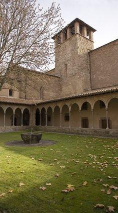 Claustre del Monestir de Sant Joan de les Abadesses. Catalonia