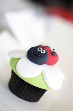 Cupcake mariquita.  I ♥ #Dialhogar  http://pinterest.com/dialhogar/  http://dialhogar.blogspot.com.es/