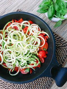 Rezept für Zucchini Nudeln mit Tomaten