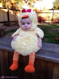 Cute Baby Chick costume, Best Halloween costumes for kids, DIY kids costumes, easy kids costumes to make, adorable and cute Halloween costumes for toddlers and infants, Halloween party ideas