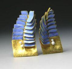 Sea Brooch. 2008Nacida en Londres, Jaqueline Ryan cursó estudios de diseño, artes visuales y joyería, para establecerse luego en Padua…
