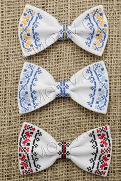 бабочка галстук вышивка - Cerca con Google Baby Crafts, Diy And Crafts, Palestinian Embroidery, Casual Suit, Cross Stitching, Diy Clothes, Sewing Patterns, Creations, Bows