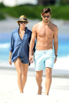 Olivia Palermo Photos Photos - Actress Olivia Palermo and fiance Johannes Huebl spend another sun filled day on the beach in St Barths. - Olivia Palermo and Johannes Huebl in St. Couple Outfits, Short Outfits, Summer Outfits, Johannes Huebl, Olivia Palermo Stil, Chuck Taylors, Looks Style, My Style, Couple Style
