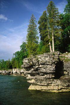 Cave Point in Door County, Wisconsin. http://www.vacationrentalpeople.com/vacation-rentals.aspx/World/USA/Wisconsin