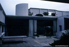 le Corbusier - Great Buildings Image - Villa Savoye backyard