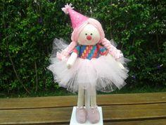 LINDA BONECA DE PANO PALHACINHA  Ideal para decoração de festa ou quarto infantil para menina ou menino (também fazemos boneco menino), chá de bebê, lembrancinha, para presentear ou para brincar, muito versátil.  Escolha suas cores e estampas preferidas, que podem combinar com outras bonecas BEBE...