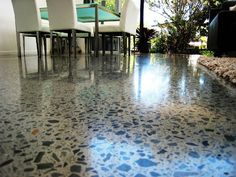 Polished Concrete in a beautiful home living room. Lots of exposure and a high gloss finish.  By: Multiblast Flooring