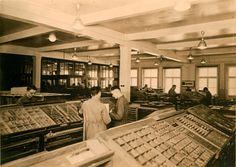 Blick in die Handsetzerei der Dr. Karl Meyer GmbH in der Nonnenstr. 38 um 1930 /// (c) Esche Verlag