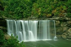Beautiful Cumberland Falls on the Cumberland River in Kentucky. Cumberland Falls Kentucky, Cumberland River, Sea And Ocean, Ocean Beach, Panama City Florida, Pawleys Island, Romantic Vacations, Outdoor Photos, Pretty Pictures