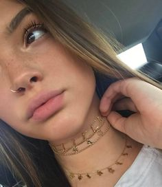 Piercing Sommersprossen Lippen Haare Gesicht Augen aesthetic aesthetic surgery job job before and after remodelling Daith Piercing, Cute Nose Piercings, Body Piercings, Piercing Tattoo, Girls With Nose Piercing, Small Nose Piercing, Nose Piercing Jewelry, Piercings Bonitos, Sommersprossen Tattoo