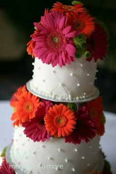 I love this cake! Had gerberas on my wedding cake! My favorite flower and I love these colors Daisy Wedding Cakes, Gerbera Daisy Wedding, Wedding Cake Fresh Flowers, Beautiful Wedding Cakes, Beautiful Cakes, Amazing Cakes, Floral Wedding, Fuschia Wedding, Wedding Orange