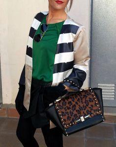 Combinación de animal print con rayas, outfit de isabella en el blog de isabella.es
