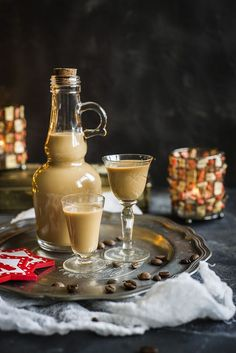 Domowy likier Baileys Christmas Cocktails, Irish Cream, Rum, Coffee Maker, Food And Drink, Cooking Recipes, Kitchen Appliances, Sweets, Homemade