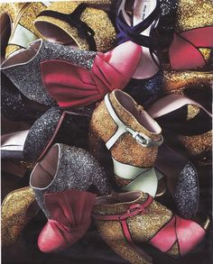 Miu Miu Glitter shoes/ Add glitter to your shoes with glue Miu Miu Heels, Fashion Beauty, Girl Fashion, Fashion Design, Prada, Glitter Boots, Sparkle Shoes, Vogue, Shoe Gallery