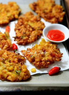 Resep Bakwan Jagung Garing JTT Vegetarian Recipes, Cooking Recipes, Healthy Recipes, Corn Recipes, Vegetable Recipes, Indonesian Food, Indonesian Recipes, Indonesian Desserts, Malay Food