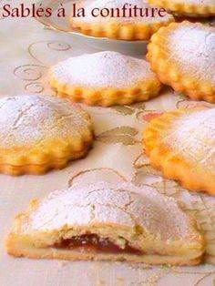 Discover recipes, home ideas, style inspiration and other ideas to try. Desserts With Biscuits, Cookie Desserts, Cookie Recipes, Dessert Recipes, Biscuit Cookies, Cupcake Cookies, Shortbread, French Pastries, Food Humor
