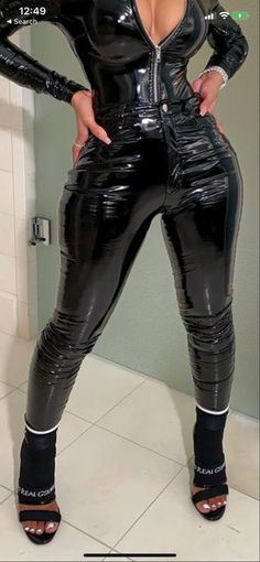 Latex Swimsuit, Imper Pvc, Latex Lady, Wet Look Leggings, Black Leather Pants, Sexy Latex, Pinterest Fashion, Catsuit, Trousers