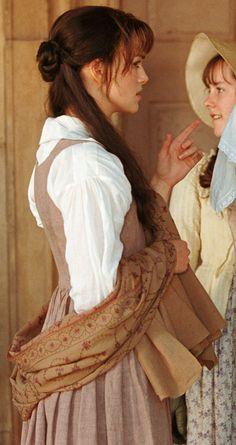 Behind the Scenes - Keira Knightley (Elizabeth Bennet) & Jena Malone (Lydia Bennet) - Pride & Prejudice (2005) #janeausten #joewright