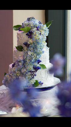 I loved how the cake turned out! #hydrangeas #blue #weddingcake