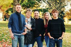 Holiday cards with a picture of the whole family is something everyone treasures. Get your family holiday card from Pear Tree Greetings, and mail off something special. Get your rebate first from RebateGiant. Adult Family Poses, Family Picture Poses, Family Photo Sessions, Family Posing, Family Portraits, Picture Ideas, Photo Ideas, Photo Tips, Winter Family Photos