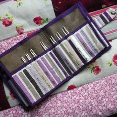 Interchangeable knitting needle case made by Fée by B., using this (French) tutorial: http://p1.storage.canalblog.com/11/20/753856/80761440.pdf