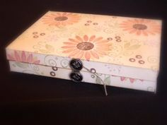 box for cards. Scroll through comments for more info for size card. Paper Box Tutorial, Card Organizer, Organizers, Envelope Box, Handmade Envelopes, Paper Crafts, Diy Crafts, Craft Tutorials, Craft Ideas