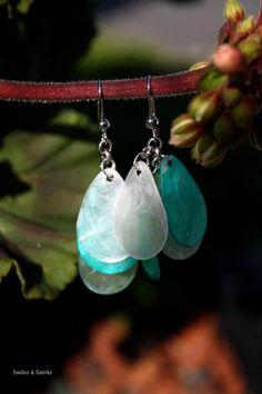 Shell earrings scream summer! White and Teal Teardrop Shell Earrings by SmilesandSmirks on Etsy.  #UmbaLoves  #Handmade