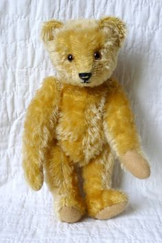 Ollie by teddybearswednesday on Etsy Old Teddy Bears, Antique Teddy Bears, My Teddy Bear, Bear Party, Love Bear, Bear Doll, Plush Animals, Pet Toys, Cuddling